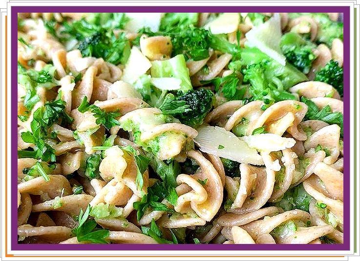 Těstoviny s brokolicí a ovčím sýrem
