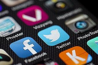 Twitter, Facebook a sociání sítě